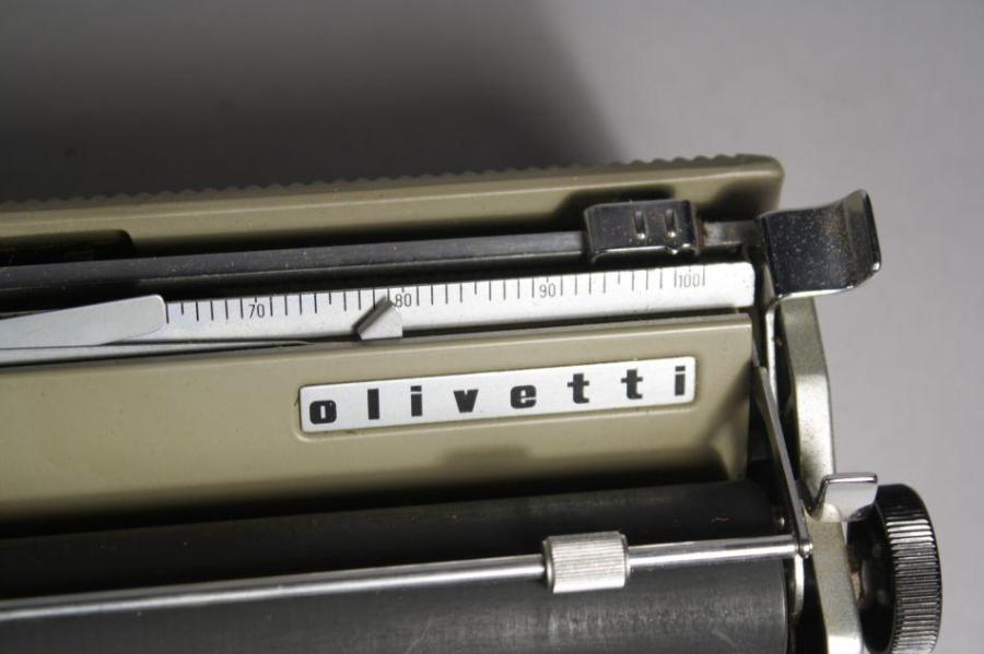 cabe0-olivetti-typewriter