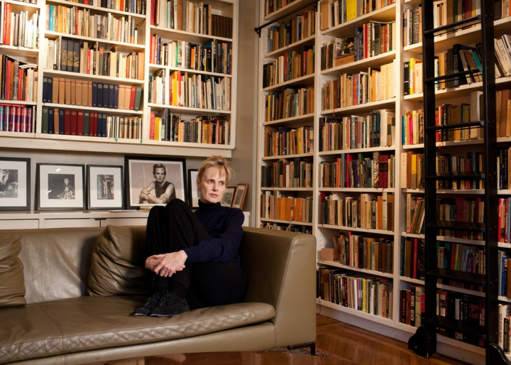 siri-hustvedt-at-home-new-york