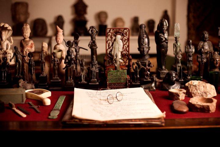 sigmund-freud-museum-desk.jpg